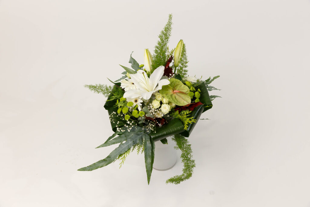 "Ramo de flores variadas, blanco con Anthurium "" Emoción """