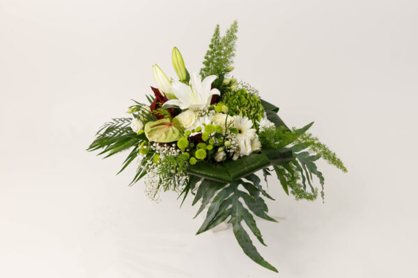"Ramo de flores variadas, blanco con Anthurium ""Armonía """