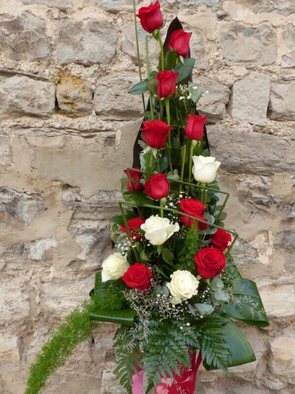 Centro de 16 rosas (blancas y rojas)