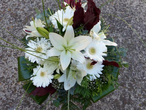 Ramo de Lilium blanco y gerberas