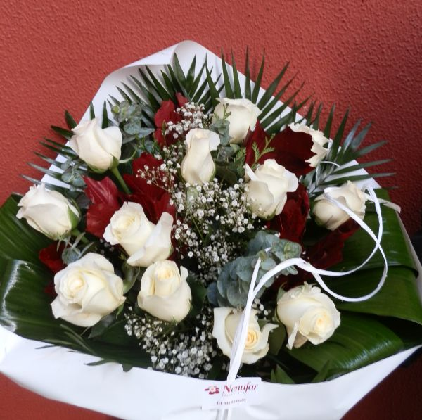 Ramo de 12 Rosas blancas.